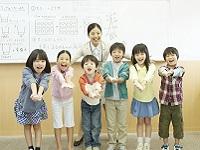 科学実験教室やロボット&プログラミング講座など、幼児・小学生向けの事業も展開しています。