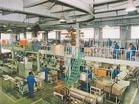 大田区京浜島にある、ヒーター機械の加工工場。天井が高く、明るく広々とした工場内で仕事をすることができます。
