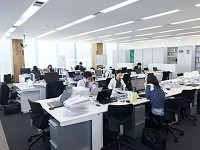 広々としたオフィス。不動産業界にありがちな飛び込み営業、テレアポによる販売を一切行っていません。