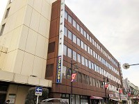 大宮ソニックシティからすぐの本部が、総務スタッフの勤務地。駅から近く、通勤便利な立地です。