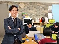 https://iishuusyoku.com/image/「考える集団であって欲しい」と、社員に語りかける社長。強いリーダーシップがあり、頼れる存在です。