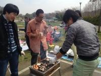 http://iishuusyoku.com/image/同社で行われたお花見の様子です。こういった場でプロジェクトが違うエンジニアも親睦を深めています。