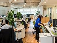 https://iishuusyoku.com/image/心地よいカフェのようなオフィスは、仕事もはかどる!全ての部署がワンフロアで働くので、連携が取りやすい!