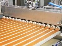 これは、グミを製造する機械です。果実100%グミ、キャラメル、マシュマロ等を製造することができる機械です!