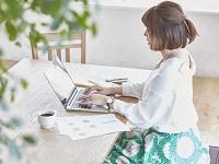 https://iishuusyoku.com/image/朝5:00から夕方18:30までの中で好きな勤務時間を選べる時差出勤制度や在宅勤務制度など安心して働ける制度を用意しています。