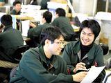 https://iishuusyoku.com/image/営業マンには、各々の営業力はもちろんですが、チームとしての連携も求められます。分からないことは先輩が教えてくれるので安心してくださいね。