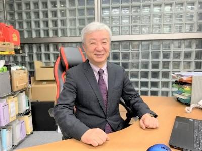 アパレル・化粧品容器業界で主に営業職のキャリアを持つ社長。