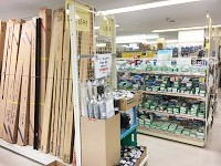 https://iishuusyoku.com/image/各営業所に併設しているプロショップ。電気関連工事に必要な資材を随時在庫し、お客様の急なニーズにも対応しています。