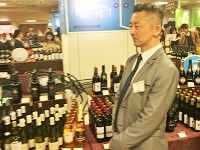 https://iishuusyoku.com/image/「ワインフェア」での接客風景です。4月から8月、9月〜12月の間で開催しています。