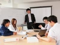 http://iishuusyoku.com/image/打ち合わせ風景。より良いシステムを開発すべく、活発に意見が飛び交います!