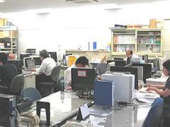 https://iishuusyoku.com/image/社内ではFM放送が1日中流れ、リラックスした雰囲気の中で仕事をしています。