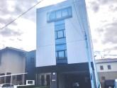 名古屋市南区にある同社の外観です。年間休日125日とプライベートも充実しながら地元に腰を据えて働いていける環境です。