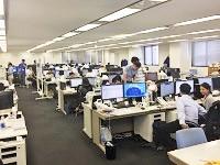 https://iishuusyoku.com/image/活発に会話が飛び交うオフィスです。部署の垣根を越えて、日々コミュニケーションをとっています。