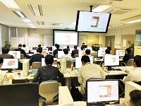 http://iishuusyoku.com/image/ソフトウェアの顧客操作トレーニング風景です。販売だけでなく操作トレーニングもメーカーの重要な業務です!