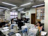 https://iishuusyoku.com/image/入社後は、本社工場での現場研修やビジネスマナー研修を経て、研修後はOJTがメインになります。研修期間にじっくり学ぶことができるので未経験の方でも安心してくださいね。