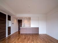 http://iishuusyoku.com/image/全室に天然無垢材フローリングを採用。自然素材で、安心かつ耐久性があり、暮らしに温もりを与えてくれます。