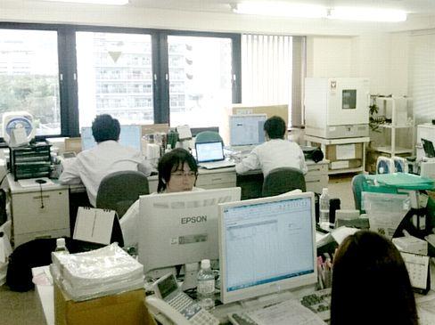 https://iishuusyoku.com/image/土日祝休みで、年間休日は120日以上。残業も月10〜20時間程度と少なく、オンオフのメリハリをつけて働けます。(西日本支店には、いい就職プラザから入社した3名の先輩社員も活躍中です)