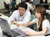 https://iishuusyoku.com/image/年齢や社歴の近い先輩社員がメンターとなり、新入社員がプロジェクトに配属されてから1年間、サポートにあたります。
