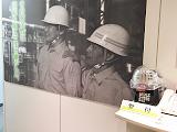 本社エントランスには、創業から人々の安全を守って来た歴史ある写真が掲示されています。