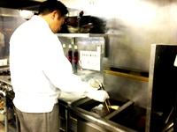 東京支店内にある調理食品開発室。ここでの開発データを基に、海外協力工場に加工指示を出していきます。