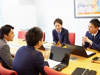 https://iishuusyoku.com/image/社歴や年齢は関係なく、メンバーが意見を言い合える社風です!平均年齢27歳の若いメンバーが多い組織です!