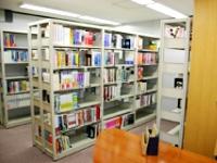 http://iishuusyoku.com/image/日進月歩で進化するネットワーク世界。社員一人ひとりをバックアップする為、専門図書館を自由に使うことができます!