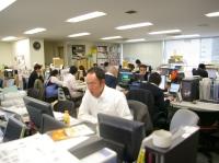 https://iishuusyoku.com/image/東京本社のオフィスの様子です。営業、制作のメンバーが揃い、活気のあるオフィスです!