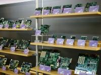 https://iishuusyoku.com/image/ズラリと並ぶ産業用のボード!多くの産業のコンピュータの中で活躍しています!