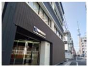 錦糸町駅から徒歩5分でビル1棟が同社のオフィス。通勤もらくらく。