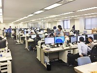 活発に会話が飛び交うオフィスです。部署の垣根を越えて、日々コミュニケーションをとっています。