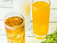https://iishuusyoku.com/image/飲料水やお菓子、調味料、医薬品など生活に欠かせない商品に同社の香料が使われています。