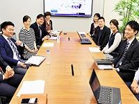 https://iishuusyoku.com/image/学術情報学部、グラフィック部、Webデザイン部、スペースデザイン部、映像部など制作スタッフと協力しながら、プロジェクトを進めます。