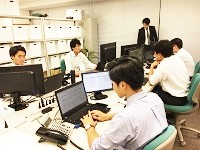 https://iishuusyoku.com/image/音楽が流れるオフィス。平均年齢は25歳、経営層も20代が中心で社員との距離が近い、明るく元気な会社です!