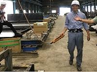 まずは製品を知ることから。PCカーテンウォールの製造工程を学ぶため、入社後は工場研修からスタート。一つひとつの製造工程を体験していきます!