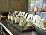 https://iishuusyoku.com/image/店舗で取り扱っている香水は16種類。お客様の要望をヒヤリングしつつ香水の特徴を紹介していきます。