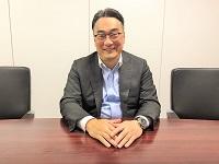 https://iishuusyoku.com/image/「入社後の数年間は極めて大事な時期です。誰に何を教わるかでほぼ決まってしまいます。」と、新入社員教育の大切さを語る社長。