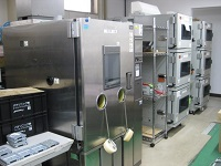 https://iishuusyoku.com/image/信頼性評価を行う際に使う機械です。厳しい評価をくぐり抜けた先に、高品質な商品の誕生が待っています。