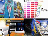 何気ない街並の中にも同社が関わる製品がいっぱい!看板、ディスプレイ、ラッピングカー、壁紙など、街中は同社が扱う広告資材で溢れています!