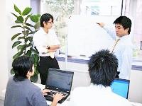 https://iishuusyoku.com/image/いわゆる座学の研修はありません。先輩エンジニアの指示のもと実践的な研修を実施していきます。