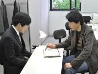 http://iishuusyoku.com/image/分からないこともすぐ先輩へすぐ相談できる、そんな環境です。面倒見の良いベテラン社員も多いのでご安心下さい。
