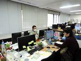 https://iishuusyoku.com/image/オフィスの様子です。平均残業時間は月30時間程度。無理のない勤務時間で、仕事に集中することができます。