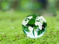 自然を守り、豊かで住みよい地球環境を創っていくために活躍しているのが、環境調査・分析をおこなう環境コンサルタント会社です。