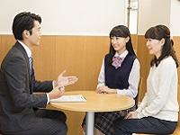 http://iishuusyoku.com/image/「自分だけのトップ校へ。」生徒・保護者と面談を行い、個性を尊重し、今後の学習計画を立てていきます。