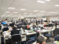 https://iishuusyoku.com/image/明るく広々としたオフィス。社歴、学歴、年齢に関係なく、皆が自由に意見を出しあえるフランクな雰囲気です。