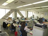 http://iishuusyoku.com/image/バックオフイスです。K社の展開する15の事業を、ここから力強くサポートしています!