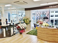https://iishuusyoku.com/image/オフィスは新宿三丁目からすぐの立地!近くには伊勢丹や新宿御苑があります!通勤もランチも便利です!