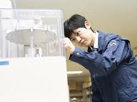 https://iishuusyoku.com/image/自社ビル内に併設されるラボ。ラボ内では、持ち帰った機器の修理や、粉体物性の分析を行っています!