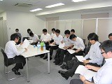 https://iishuusyoku.com/image/本社では自由参加で定期的な勉強を開くこともあります。個々の進捗に応じてスキルアップが実現できる環境です。