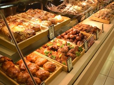 自社店舗を全国約70店舗を運営する「鶏肉特化専門店」。地元のブランドである名古屋コーチンは日本だけでなく台湾でも親しまれています。台湾の店舗でも行列ができるほど愛されるブランドとなっています。