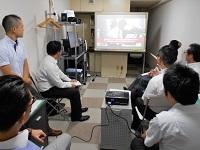 https://iishuusyoku.com/image/月に1度の全体会議では、情報交換だけでなく分からないところを皆で教え合いながら成長しています。